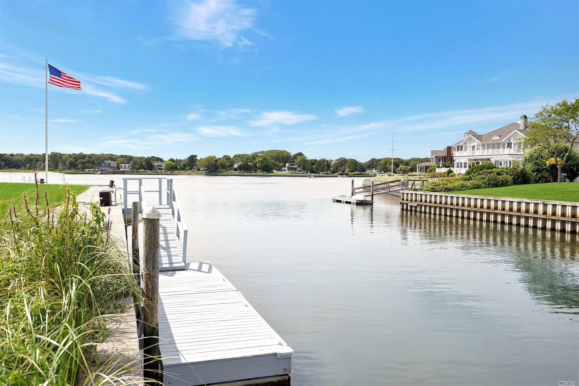 28 Oak Ln Hampton Bays, NY 11946