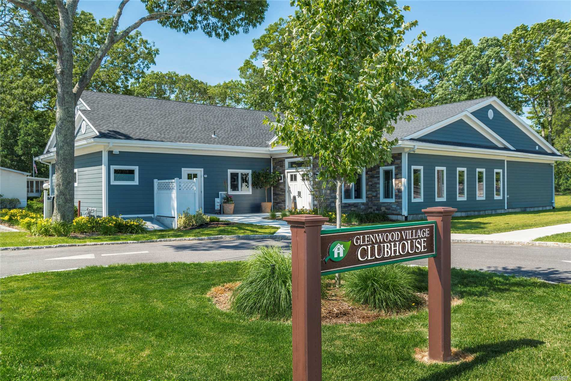 1661-549 Old Country Rd Riverhead, NY 11901