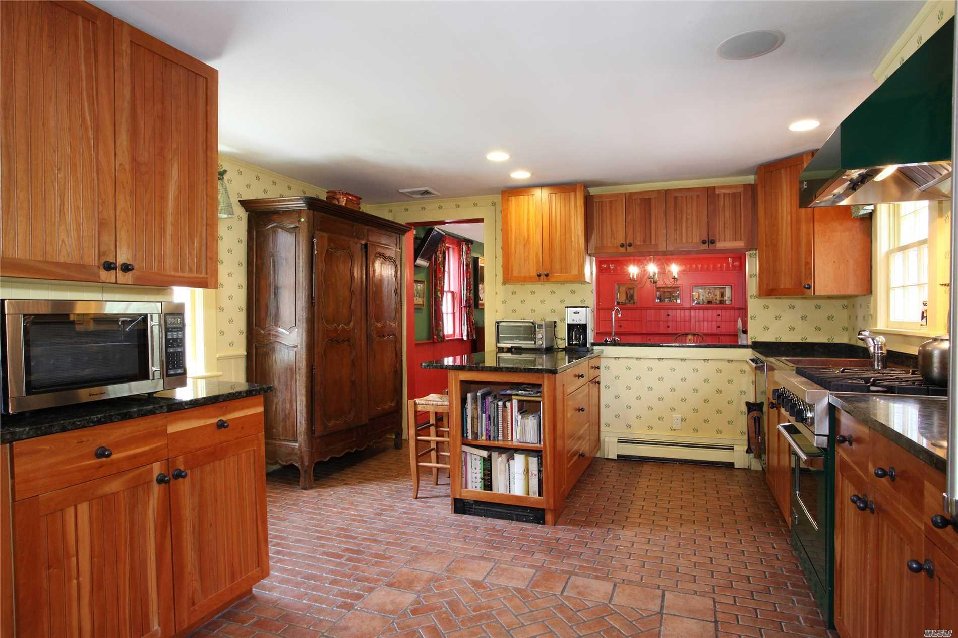 115 Montauk Hwy Quogue, NY 11959