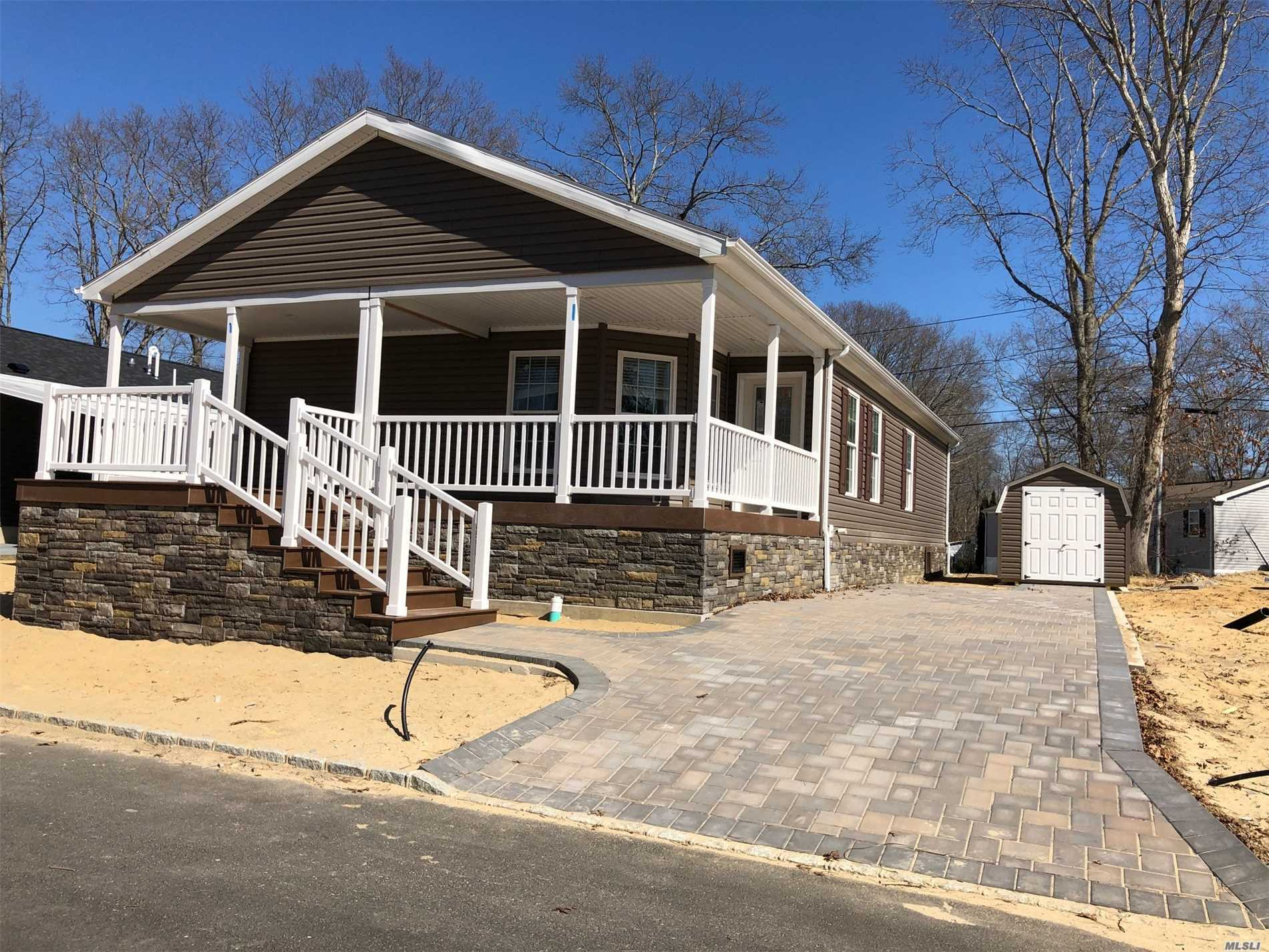 1661-580 Old Country Rd Riverhead, NY 11901