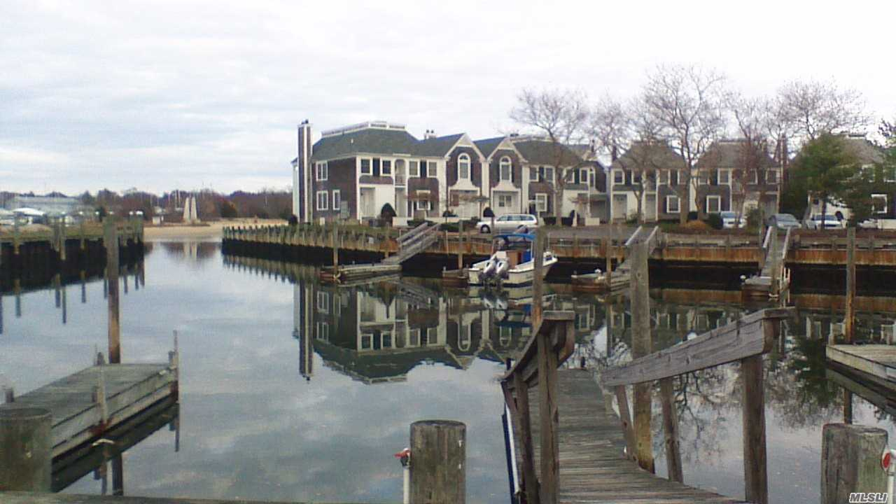 20 Stirling Cove Greenport, NY 11944