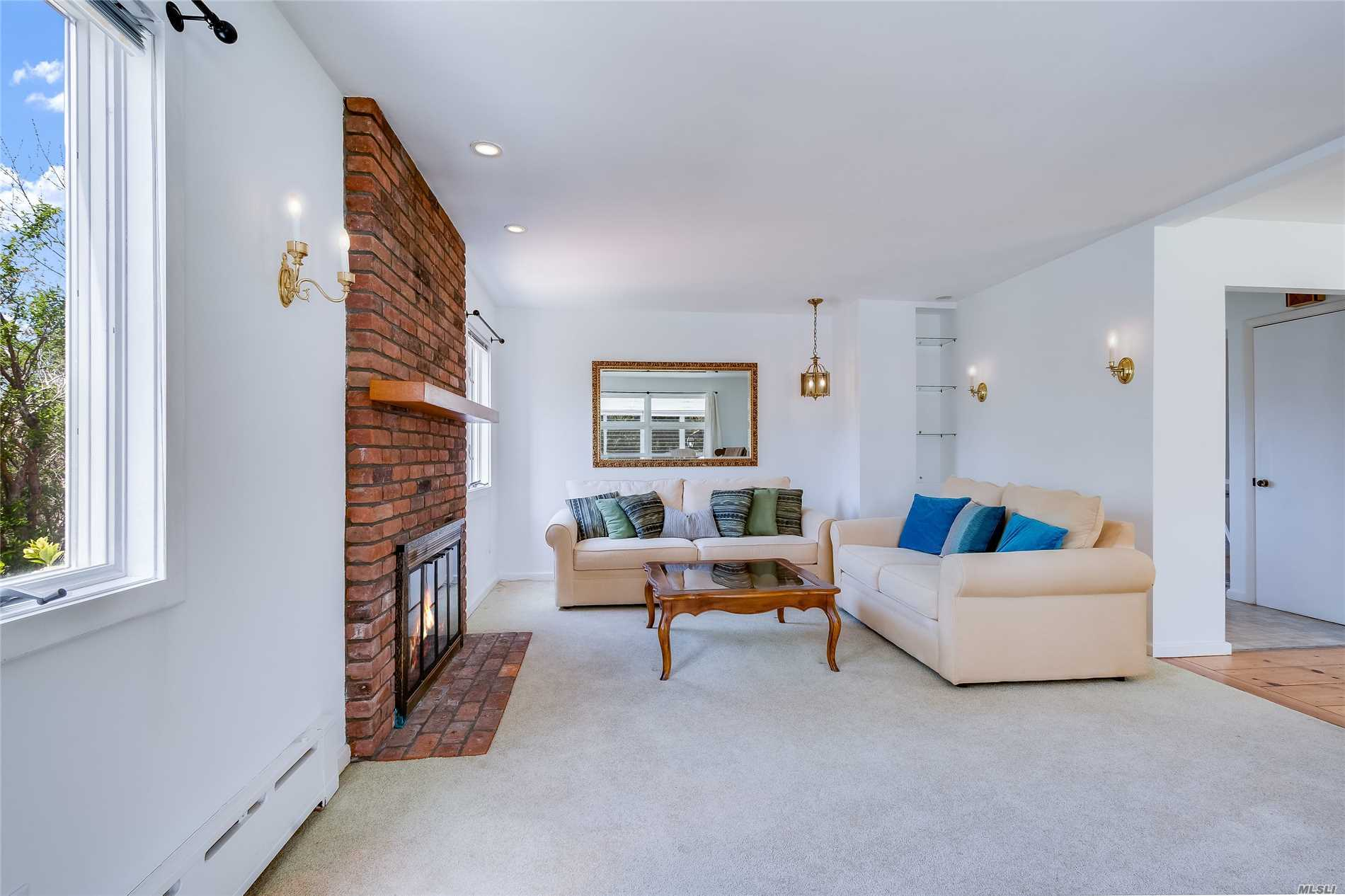 21 Thistle Patch Ln Sag Harbor, NY 11963