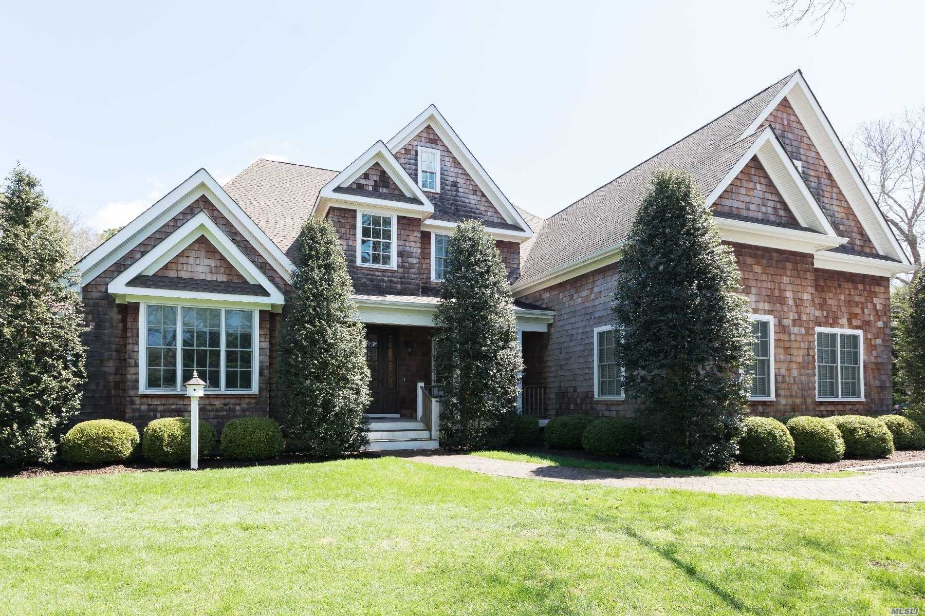 15 Post Fields Ln Quogue, NY 11959