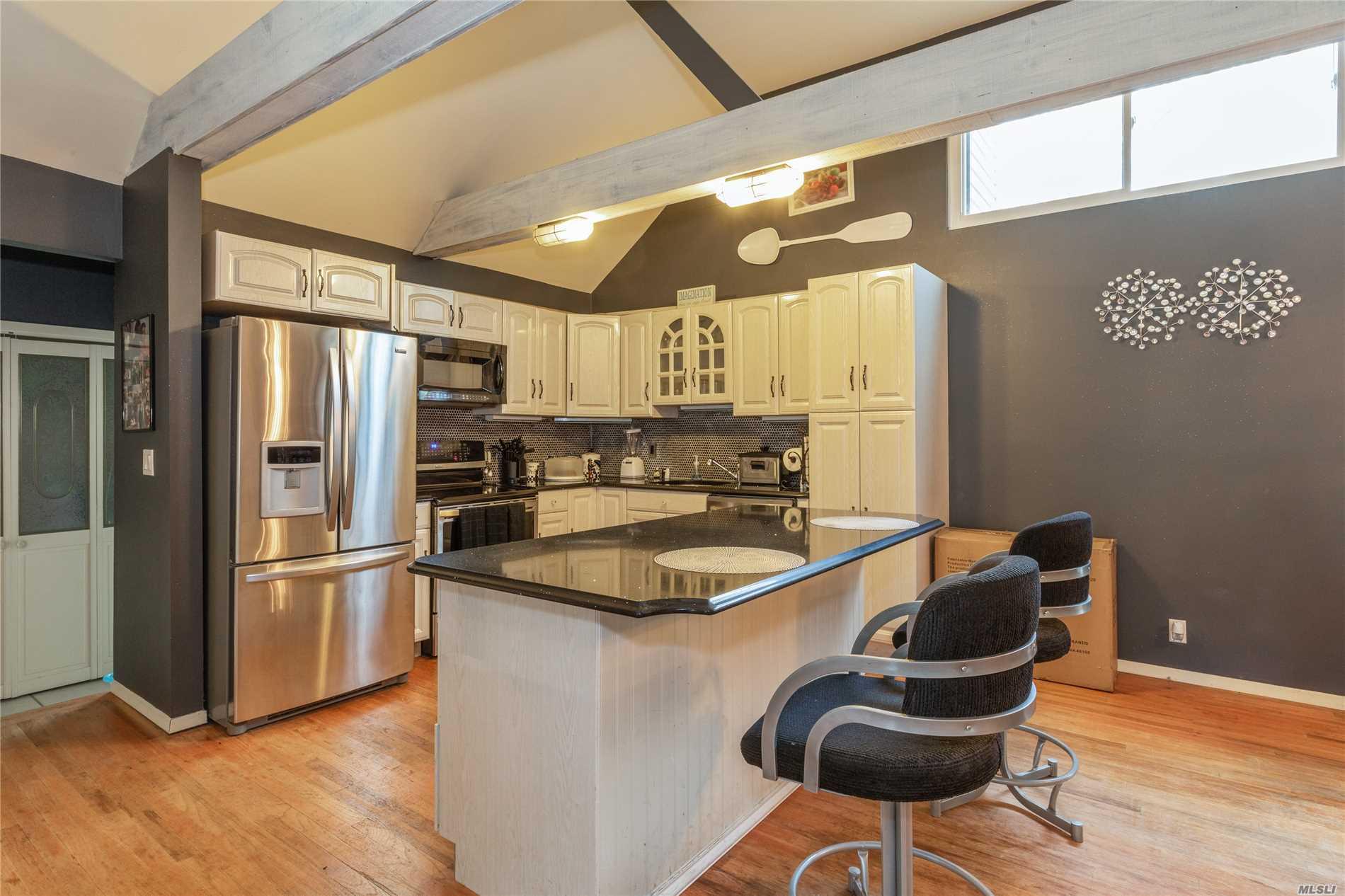143 Troutbrook Ln Riverhead, NY 11901