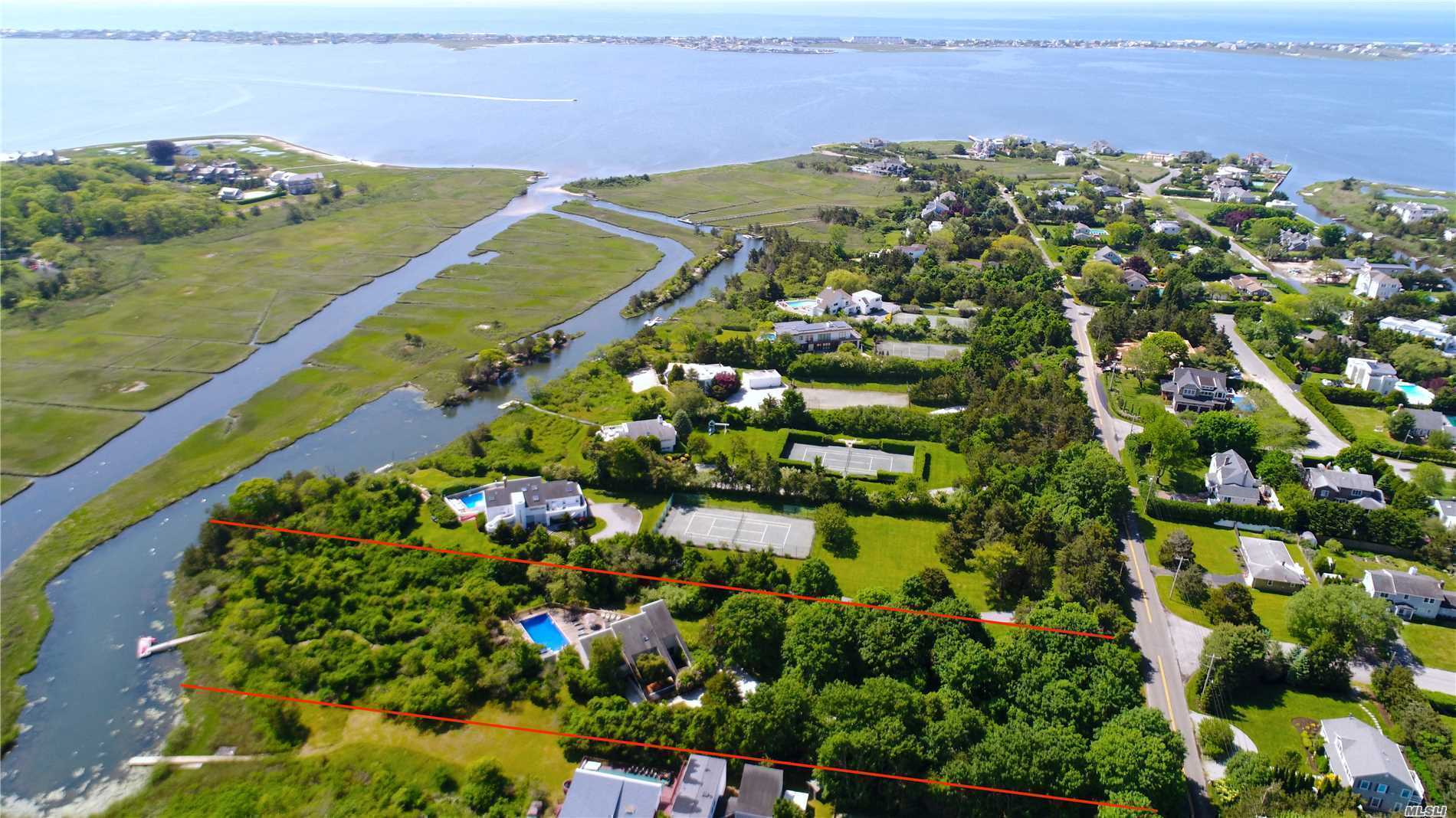 32 Tanners Neck Ln Westhampton, NY 11977