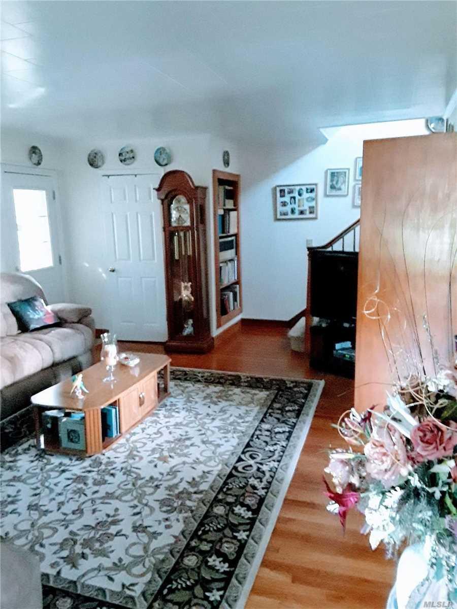 7800 Alvahs Ln Cutchogue, NY 11935