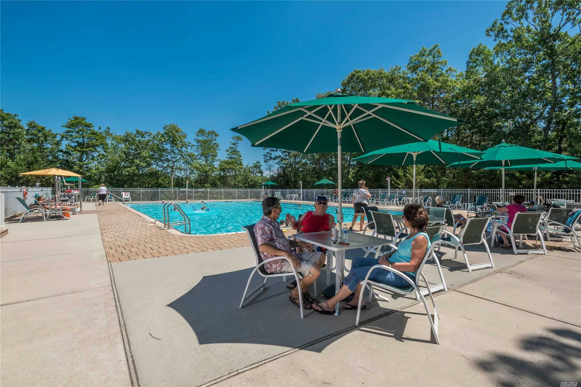 1661-448 Old Country Rd Riverhead, NY 11901