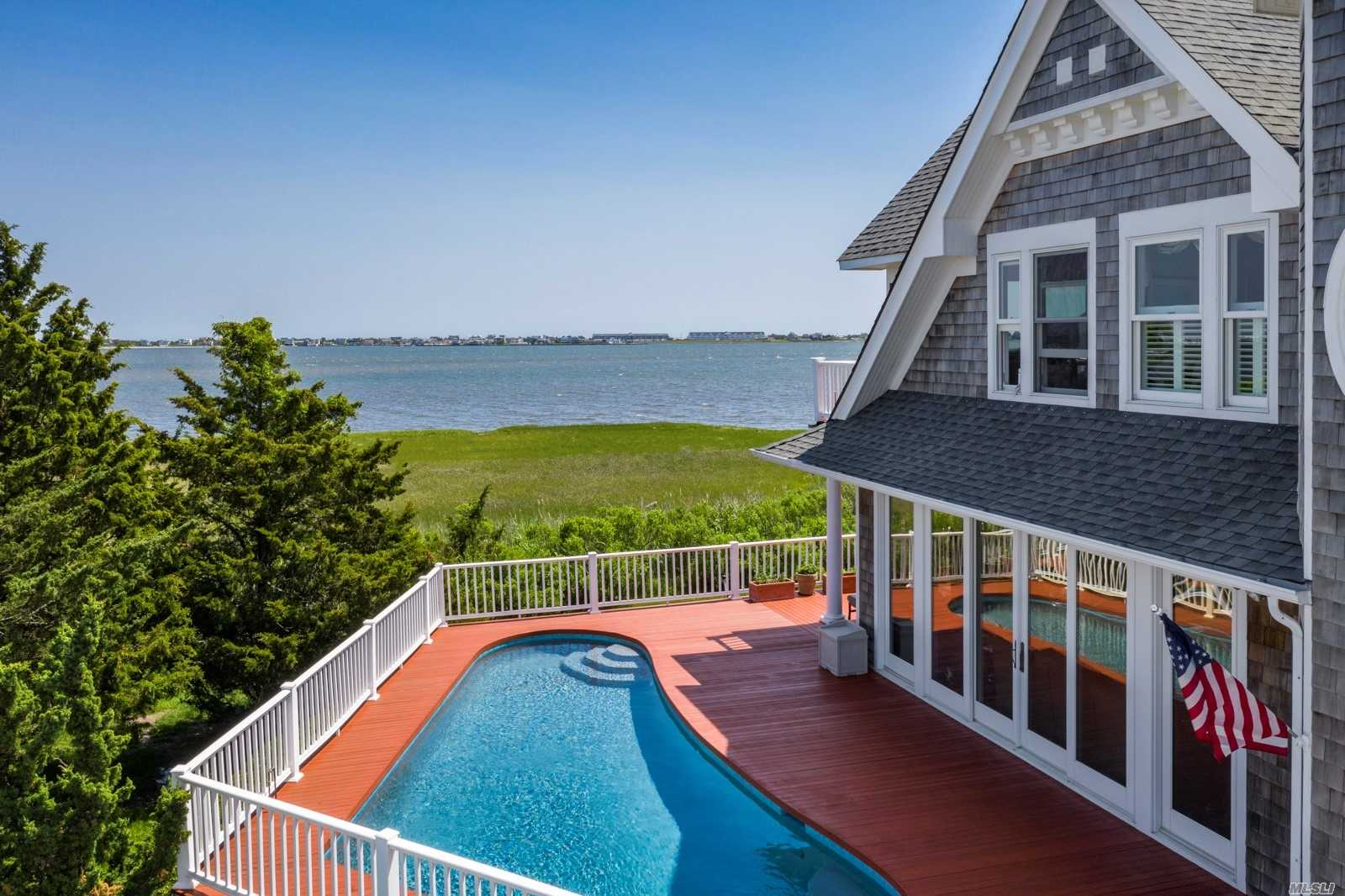 7 Tanners Neck Ln Westhampton, NY 11977
