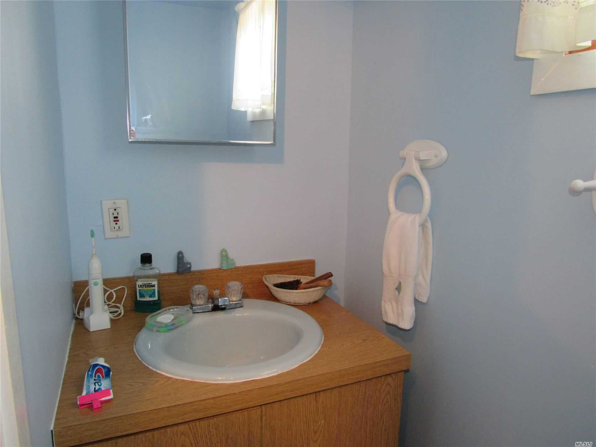 873 Sound Shore Rd Jamesport, NY 11947