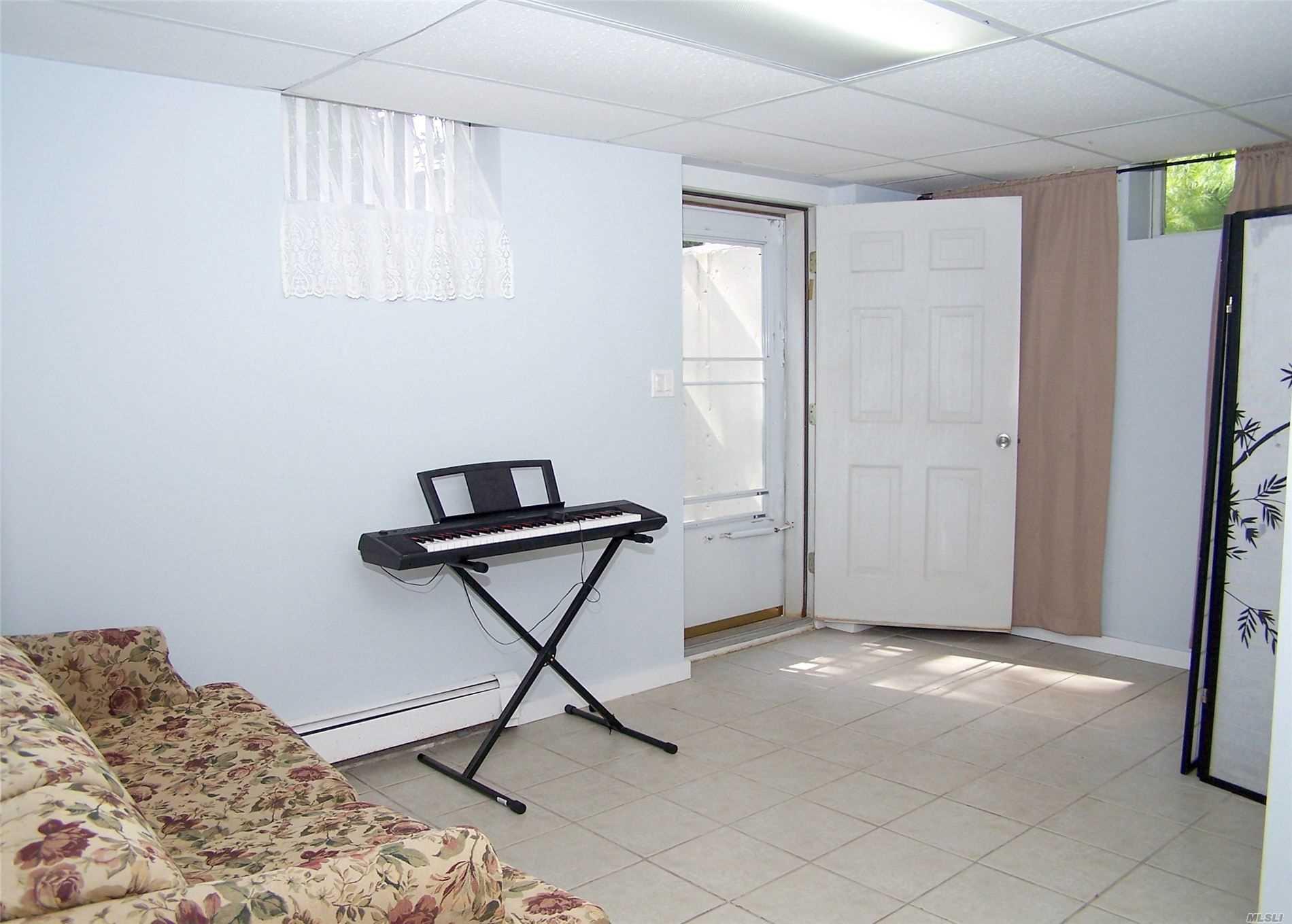85 Collingswood Dr Sag Harbor, NY 11963