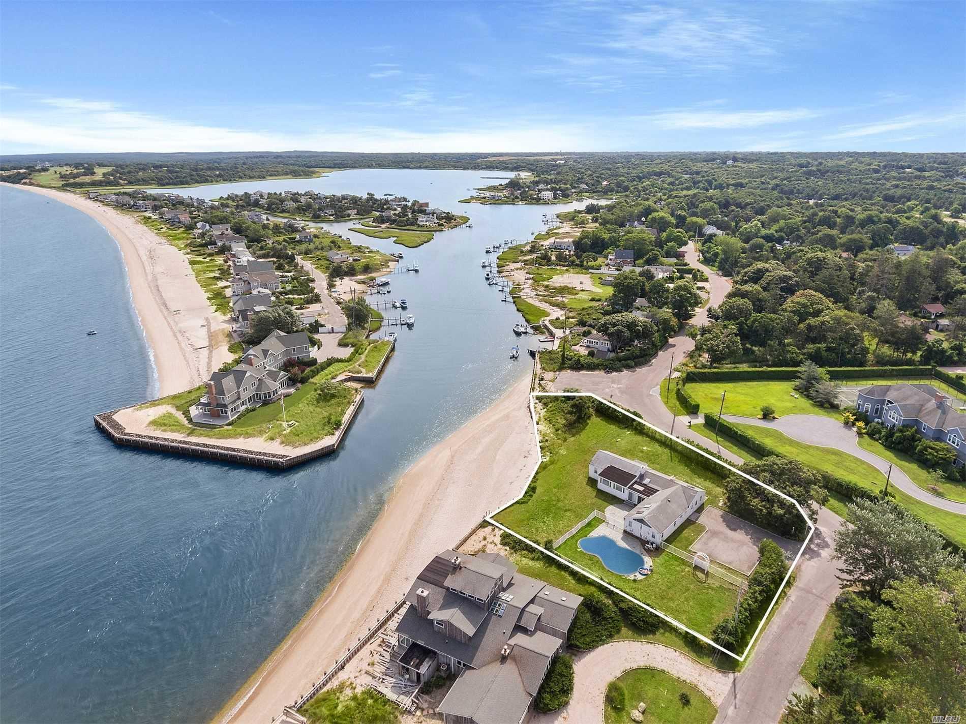 2 Peconic Cres Hampton Bays, NY 11946