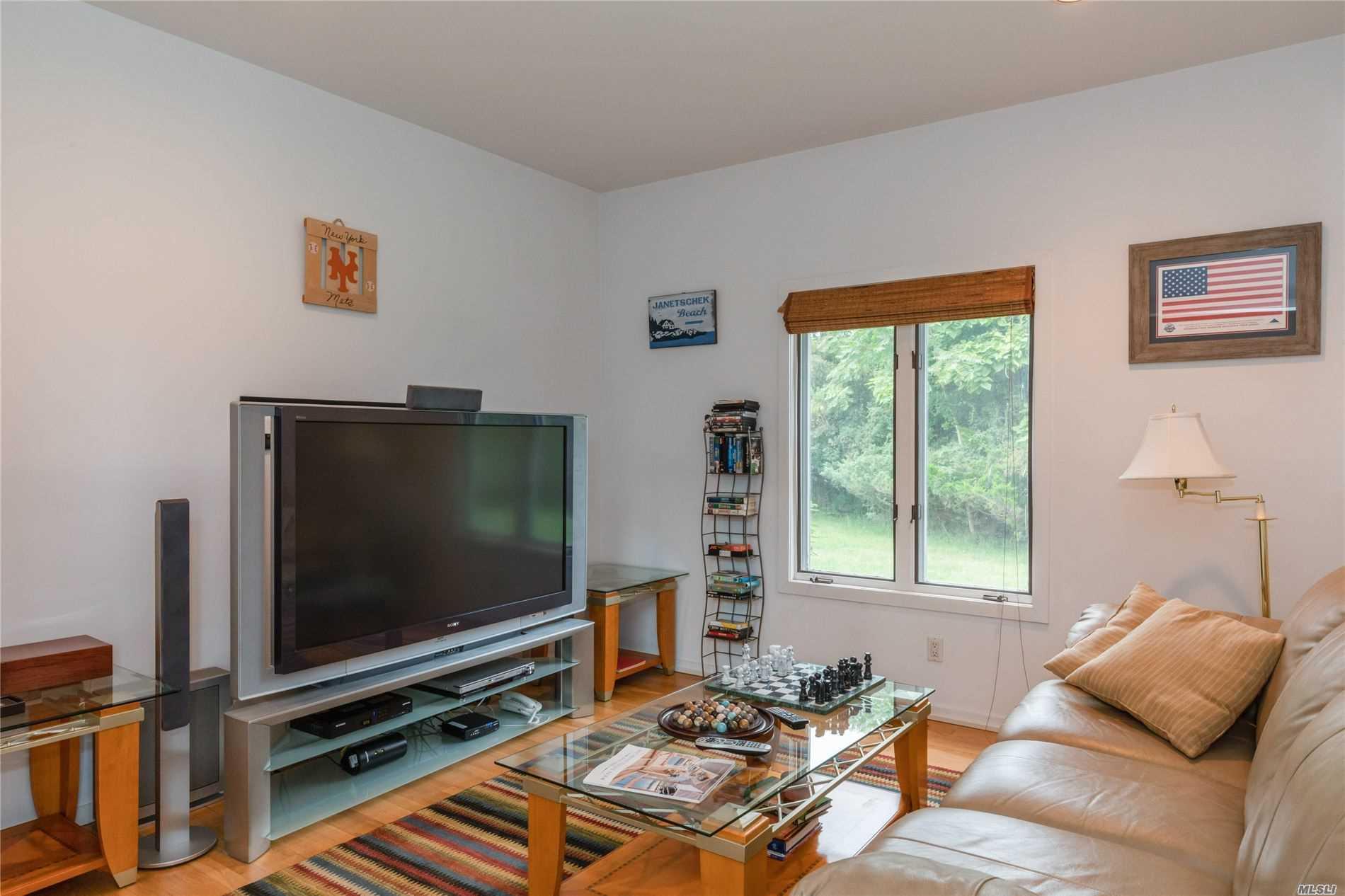 2 Pine Tree Ln Westhampton, NY 11977