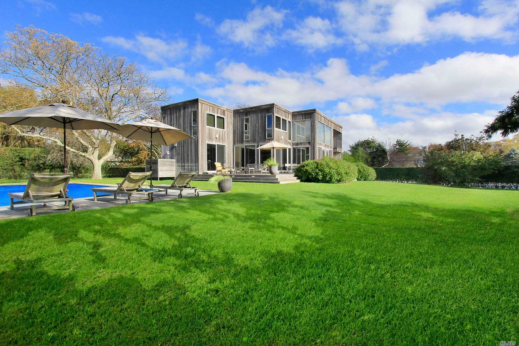 158 Montrose Ln Water Mill, NY 11976