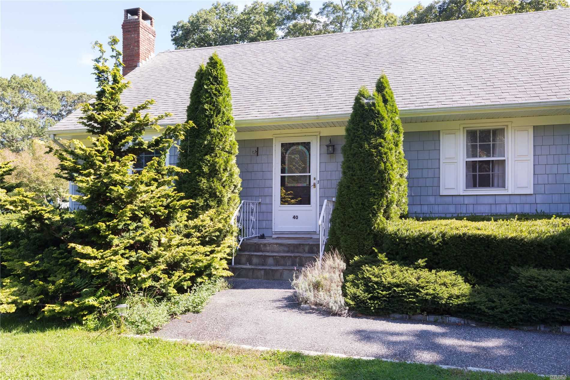 40 Colonial Dr Aquebogue, NY 11931