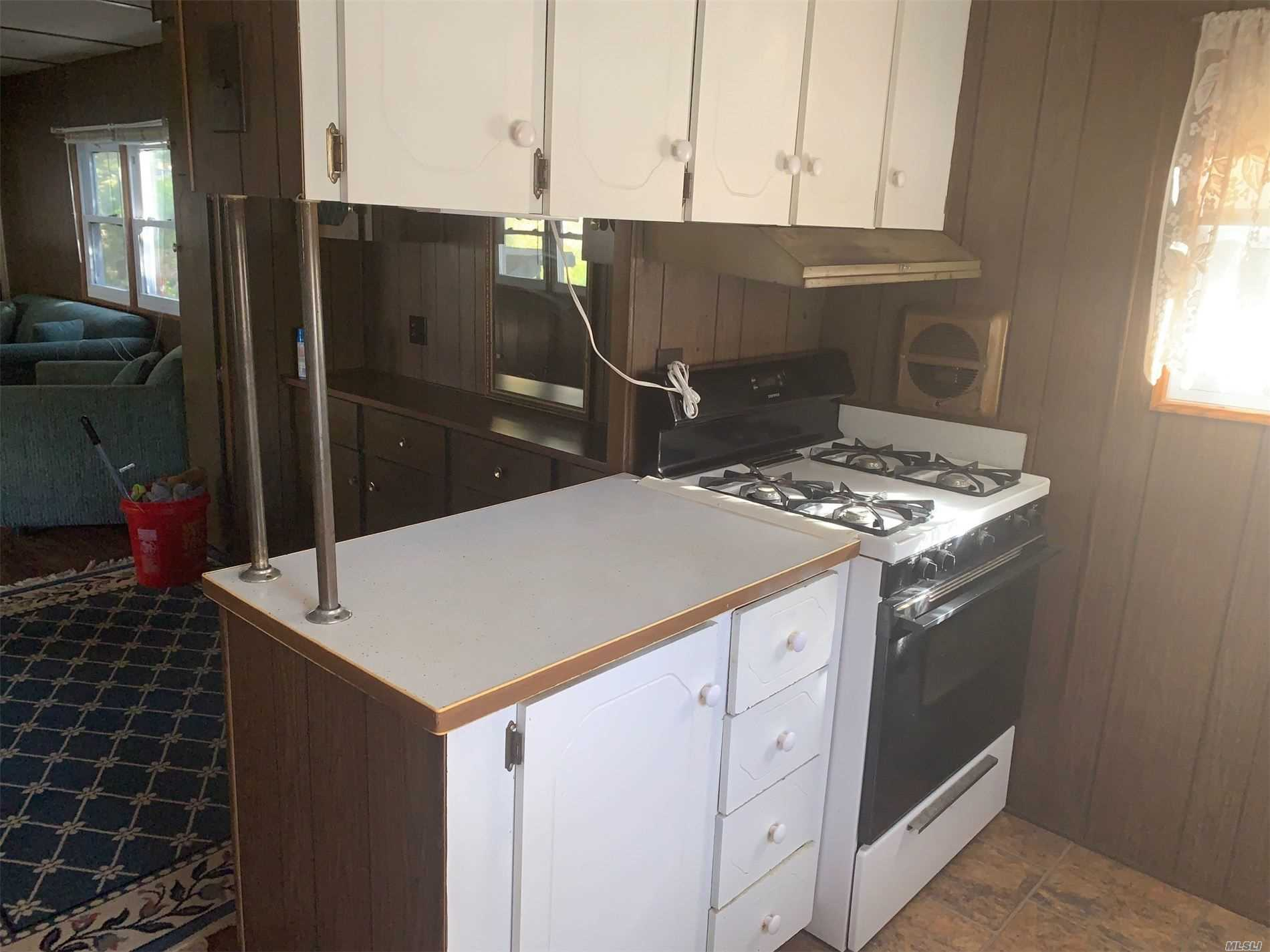 1661-55 Old Country Riverhead, NY 11901