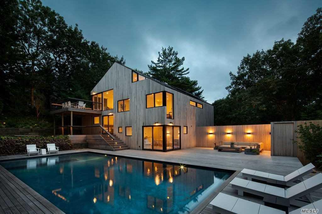 32 Oyster Pond Ln East Hampton, NY 11937