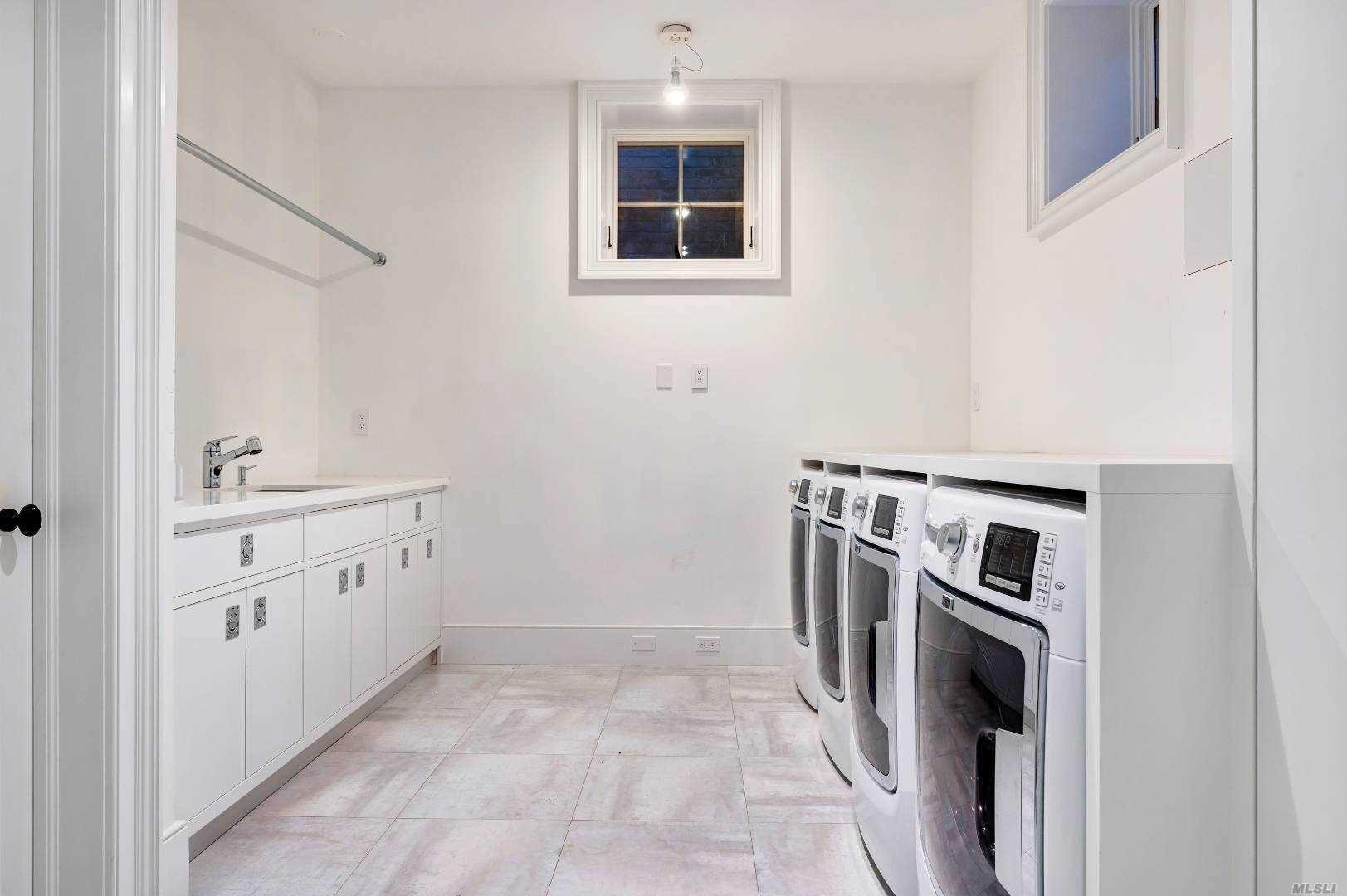 33 Linden Lane, Southampton, NY  Southampton, NY 11968