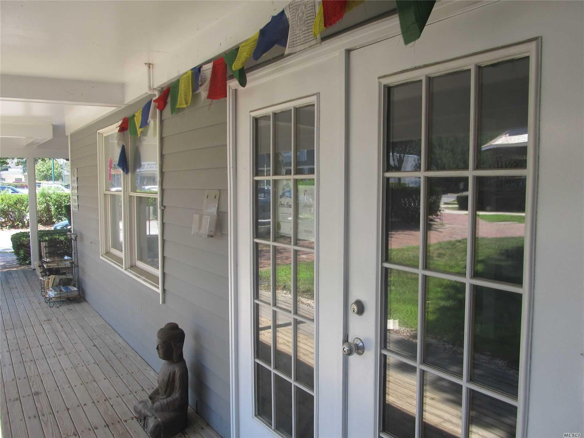 105 W Montauk Hwy # Y, Hampton Bays, NY 11946