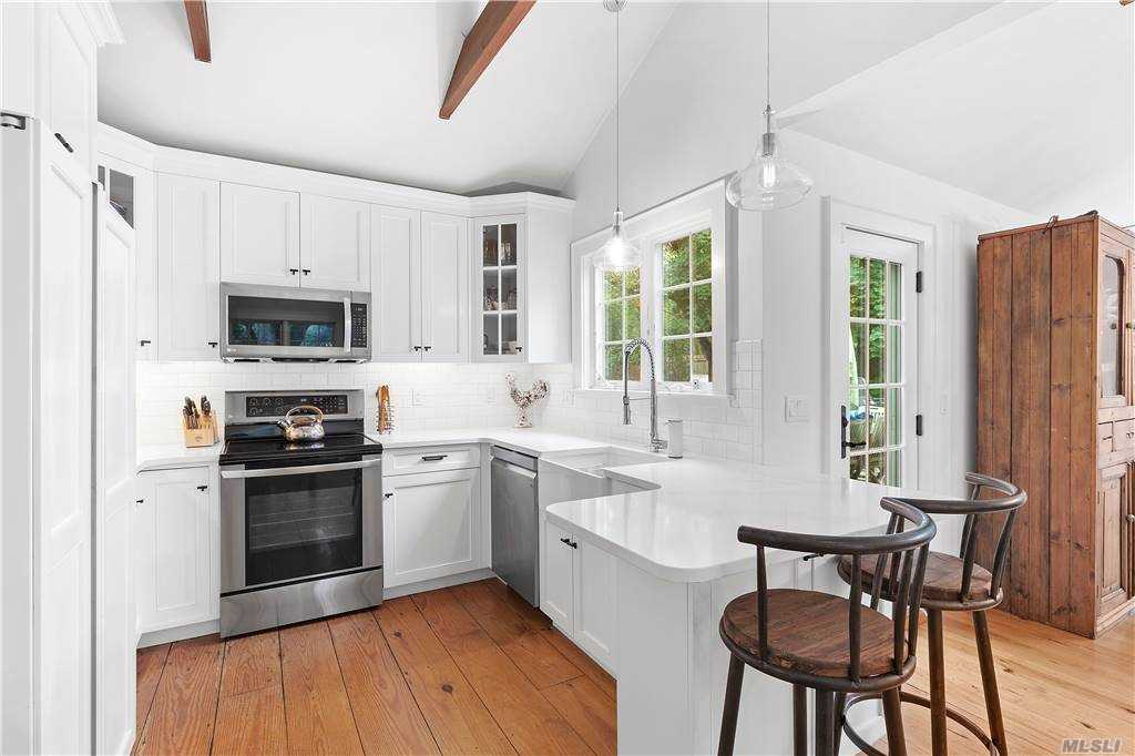 24 Lower 7 Ponds Road, Water Mil Southampton, NY 11976
