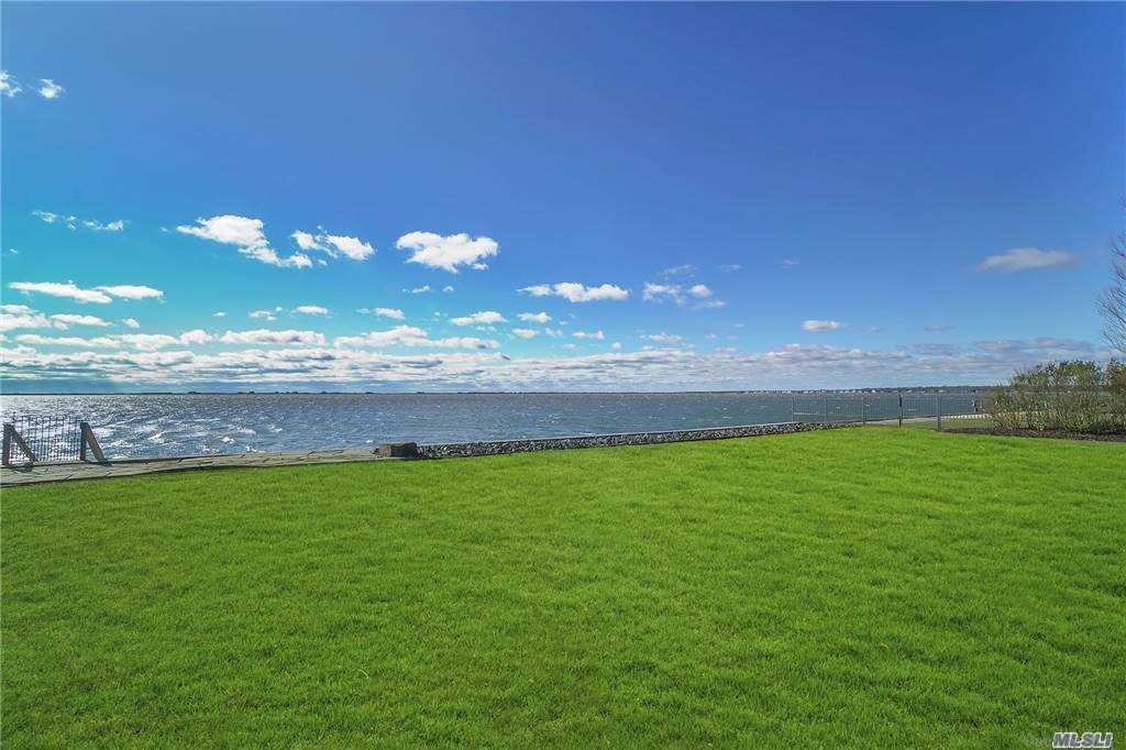 10 Last Lane, Hampton Bays, NY 1 Hampton Bays, NY 11946