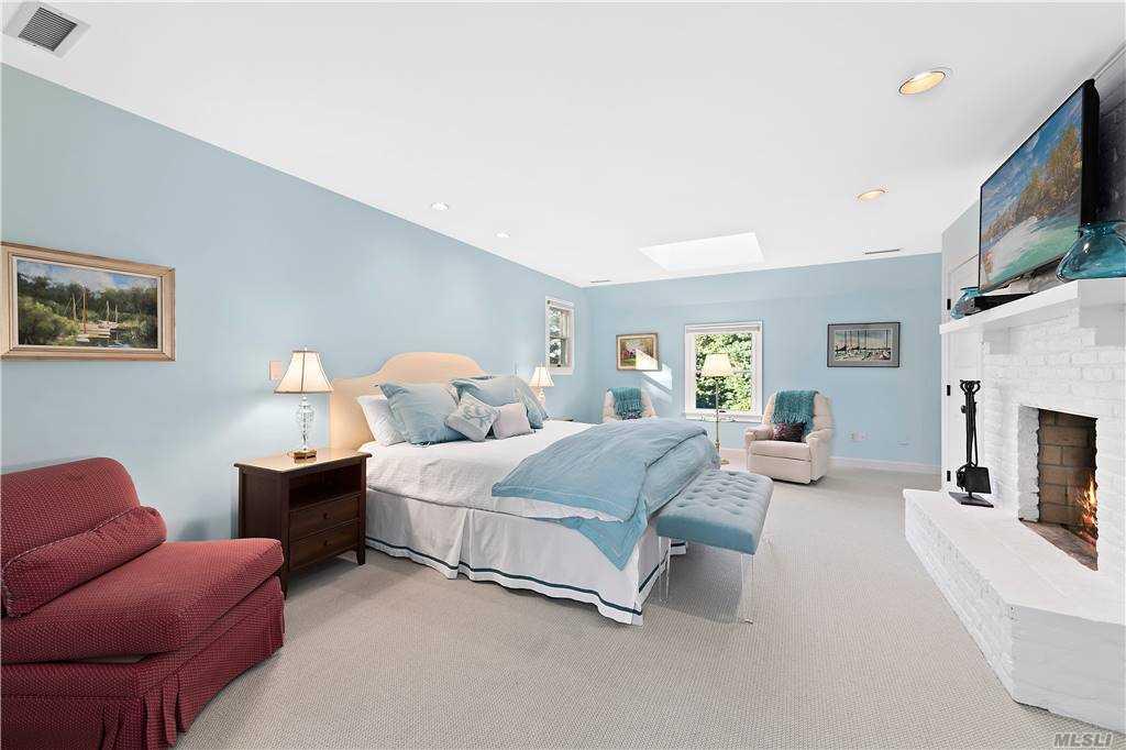 1 Sally Court, East Hampton, NY  East Hampton, NY 11937