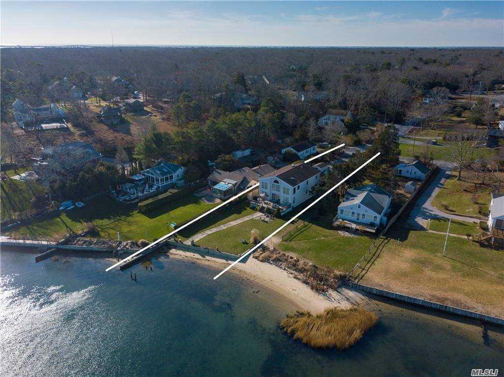 8 Sun Court, Hampton Bays, NY 11 Hampton Bays, NY 11946