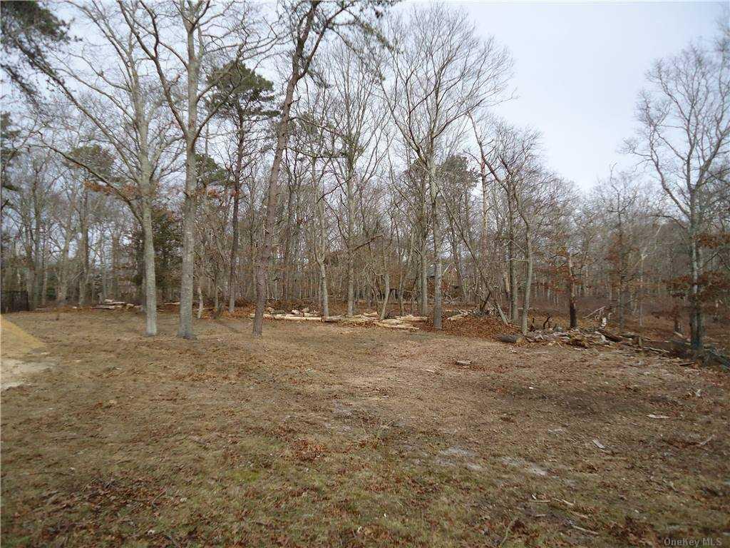 7 Woodview Way, Hampton Bays, NY Hampton Bays, NY 11946