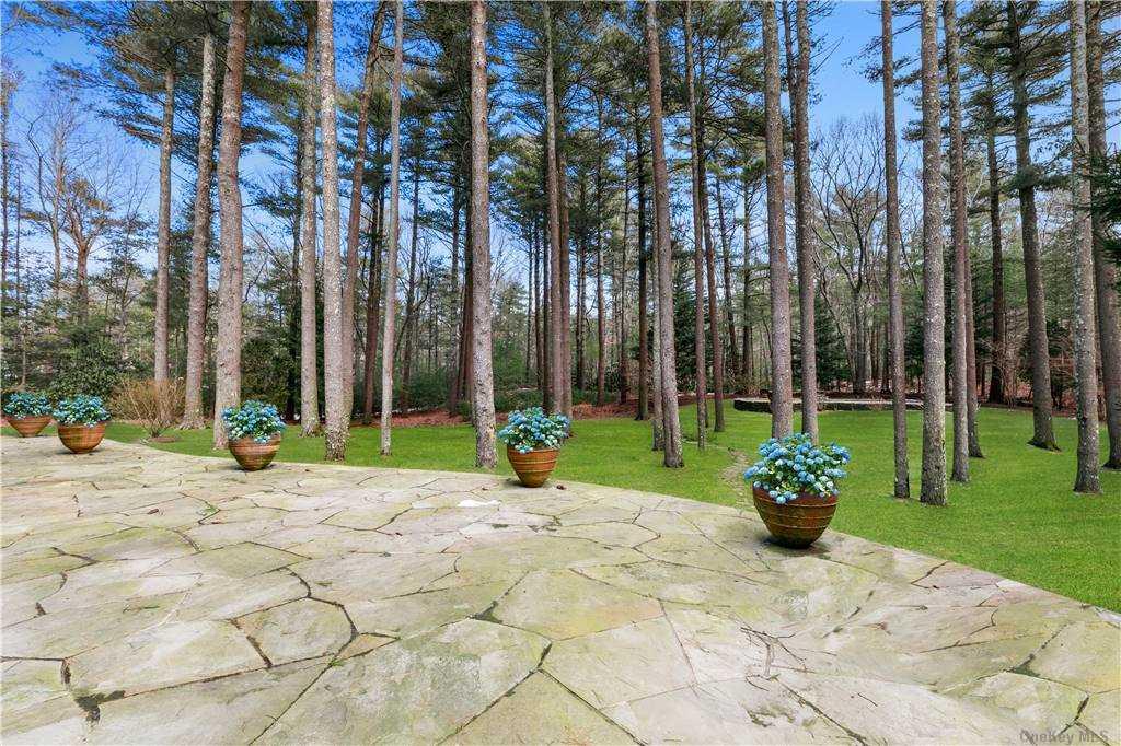 88 Bull Path, East Hampton, NY 1 East Hampton, NY 11937