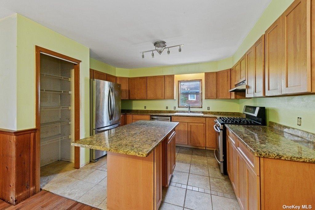 18 Bay View Avenue, Amagansett,  East Hampton, NY 11930