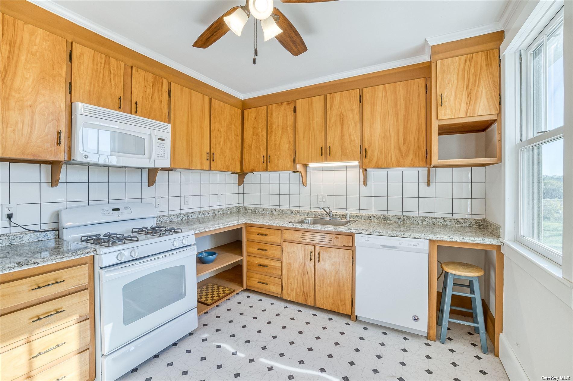 4200 Youngs Avenue, Southold, NY Southold, NY 11971